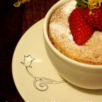 Taste of England: Cupcake cu capsuni [*lacto-ovo-vegetarian]