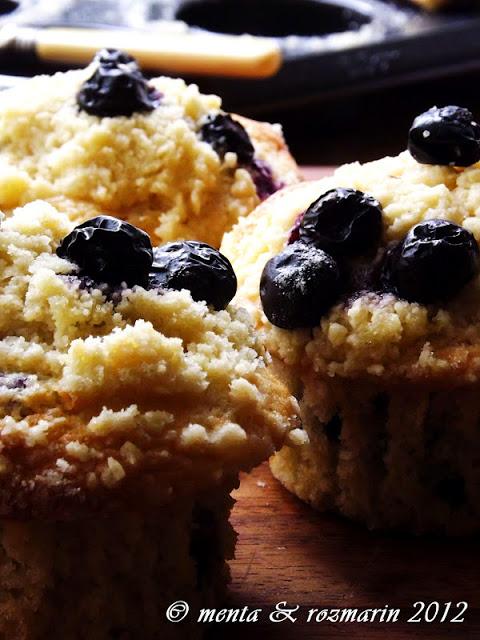 muffins-cu-crumble-afine-si-mar-verde