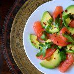 Retete de sarbatoare: salata cu avocado, grapefruit rosu si chili [*vegan]