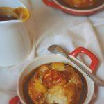 Dulce Romanie – reteta cu mar: budinca de orez cu mere, coaja de portocala si sos toffee