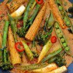 Taste of Thailand: Red thai curry cu mini legume de primavara si orez basmati salbatic [*vegan]