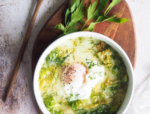 reteta ciorba de salata verde cu leustean