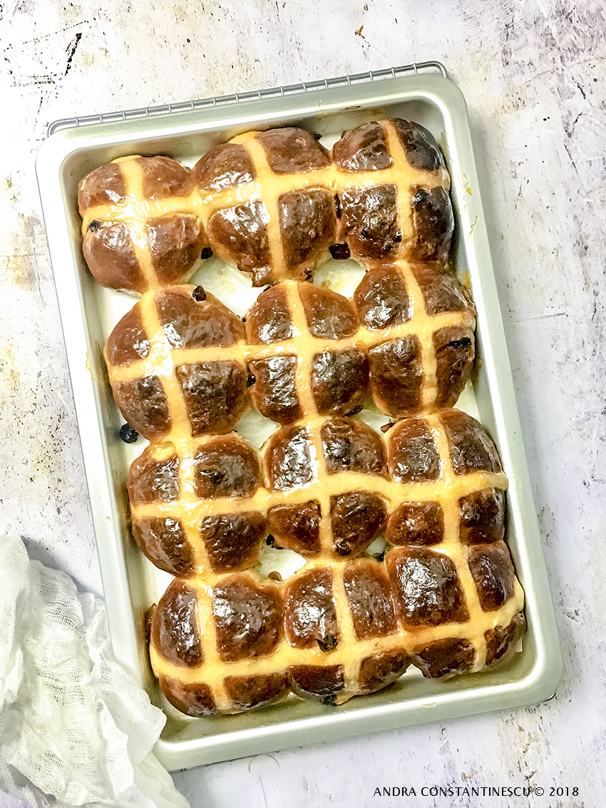 reteta hot cross buns paul hollywood