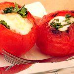Retete pentru un mic dejun cu stil: Oua in cuib de rosii [*lacto-ovo-vegetarian]