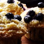 Muffins cu crumble, afine si mar verde (inspired by Yotam Ottolenghi)