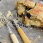 Retete vegetariene cu stil : Camembert en croute cu merisoare, fistic si rozmarin [*lacto-ovo-vegetarian]