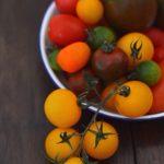 Retete de vara: Salata de rosii Heirloom cu burrata, fistic si lime [lacto-vegetarian]