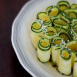 Retete vegetariene cu stil: Salata raw de zucchini cu Grana Padano si menta