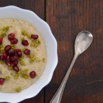 Porridge cu unt de fistic si rodie