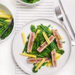 File de ton cu spanac si muguri de broccoli